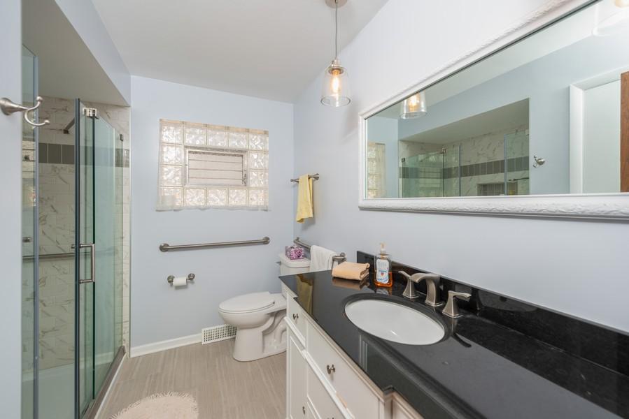 Real Estate Photography - 1905 Glenview Ave, Park Ridge, IL, 60068 - Bathroom