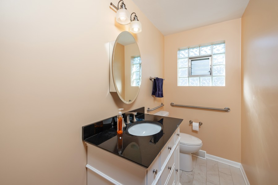 Real Estate Photography - 1905 Glenview Ave, Park Ridge, IL, 60068 - 2nd Bathroom