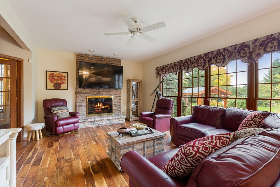 Real Estate Photography - 8N431 Sunny Hill Cir, Campton Hills, IL, 60124 - Family Room