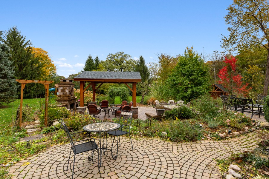 Real Estate Photography - 8N431 Sunny Hill Cir, Campton Hills, IL, 60124 - Patio