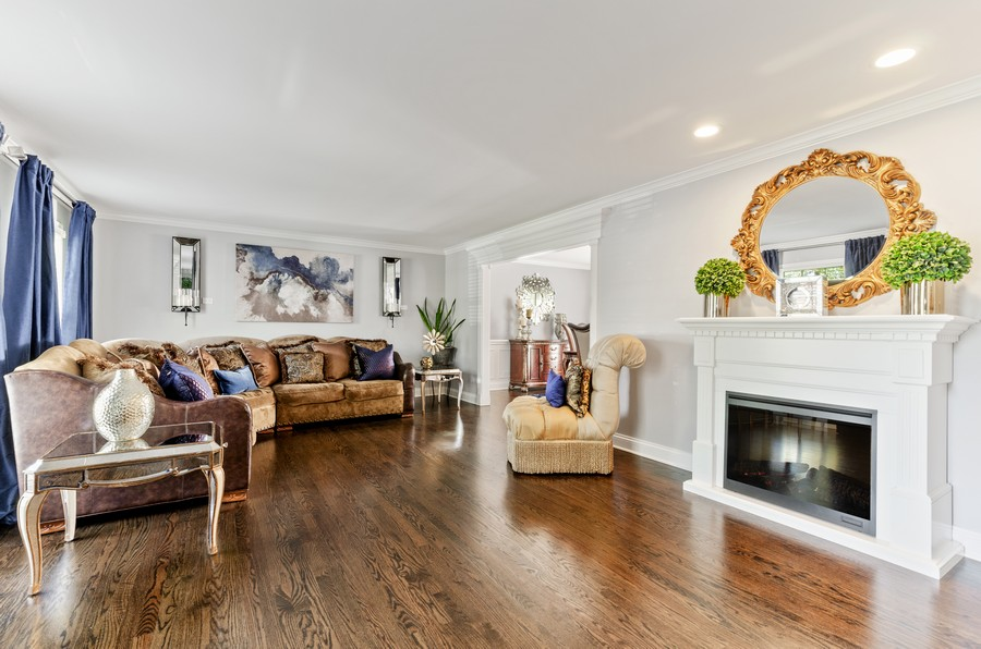 Real Estate Photography - 4003 Yorkshire Ln, Northbrook, IL, 60062 - Living Room