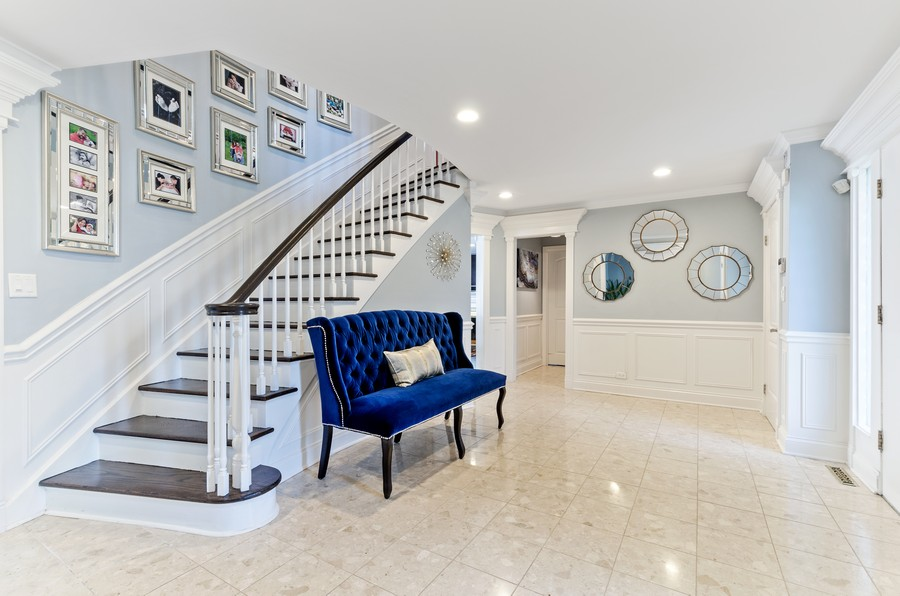 Real Estate Photography - 4003 Yorkshire Ln, Northbrook, IL, 60062 - Foyer