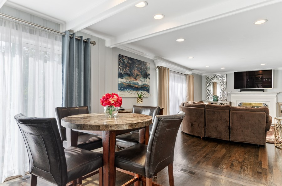 Real Estate Photography - 4003 Yorkshire Ln, Northbrook, IL, 60062 - Dining Area