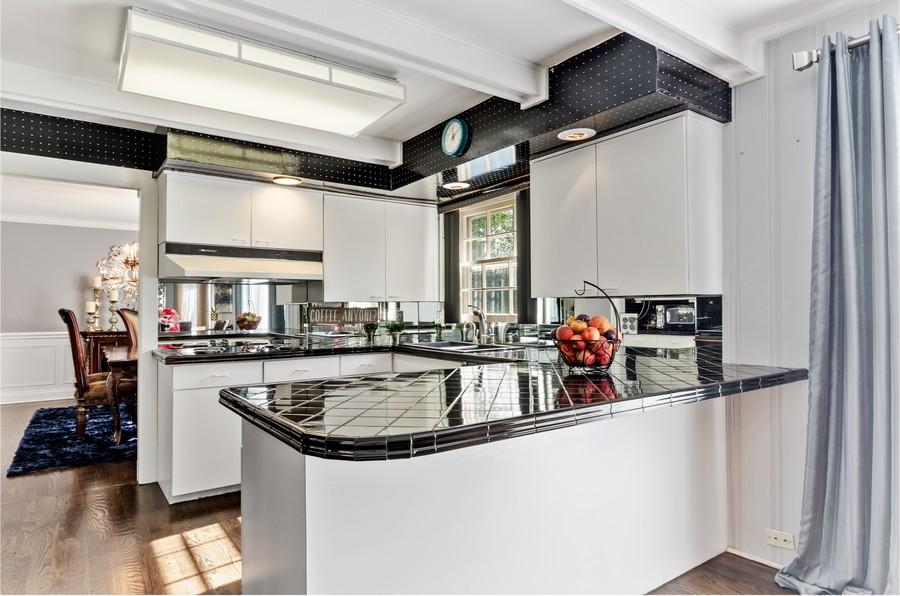 Real Estate Photography - 4003 Yorkshire Ln, Northbrook, IL, 60062 - Kitchen