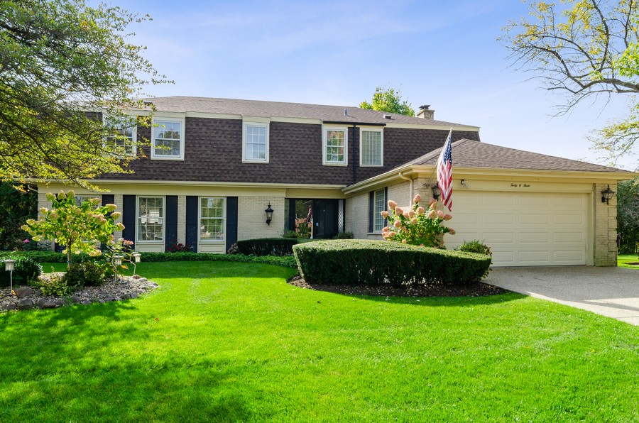 Real Estate Photography - 4003 Yorkshire Ln, Northbrook, IL, 60062 - Front View