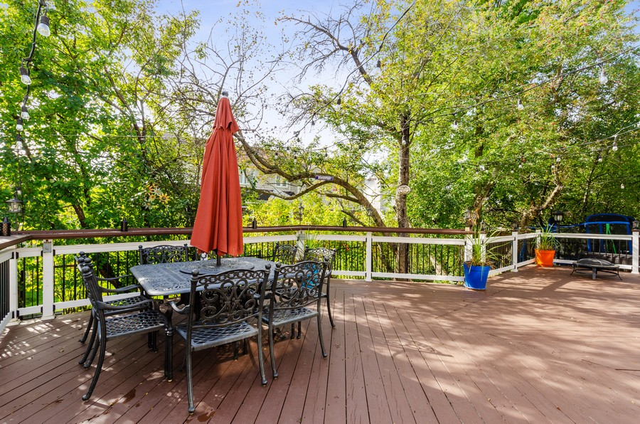 Real Estate Photography - 4003 Yorkshire Ln, Northbrook, IL, 60062 - Deck