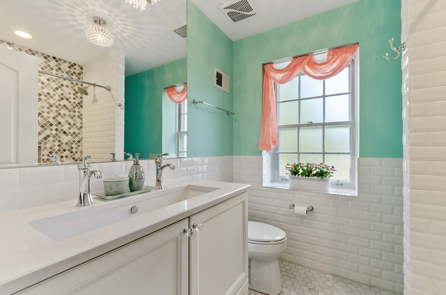 Real Estate Photography - 4003 Yorkshire Ln, Northbrook, IL, 60062 - 2nd Bathroom