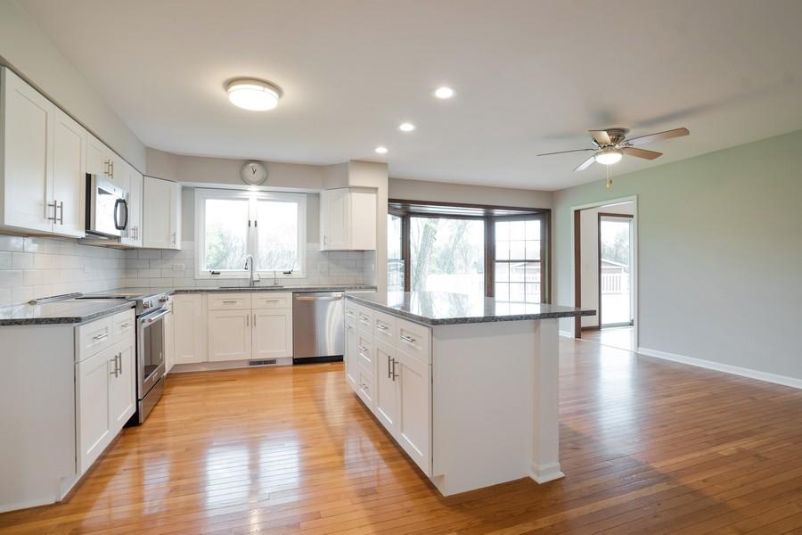 Real Estate Photography - 157M Helm Rd, Barrington Hills, IL, 60010 - Kitchen