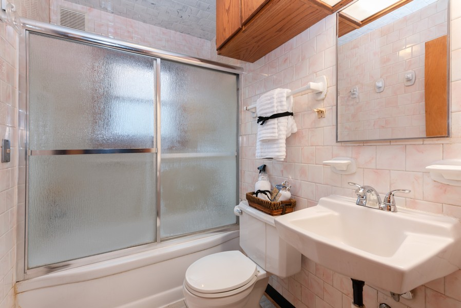 Real Estate Photography - 525 Cheyenne Dr, Lake In The Hills, IL, 60156 - Bathroom