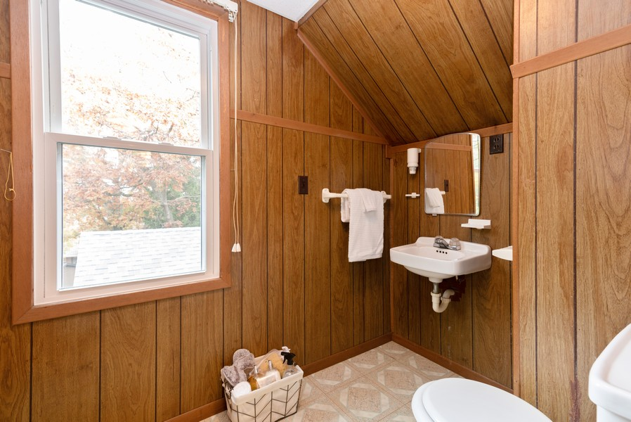 Real Estate Photography - 525 Cheyenne Dr, Lake In The Hills, IL, 60156 - 2nd Bathroom