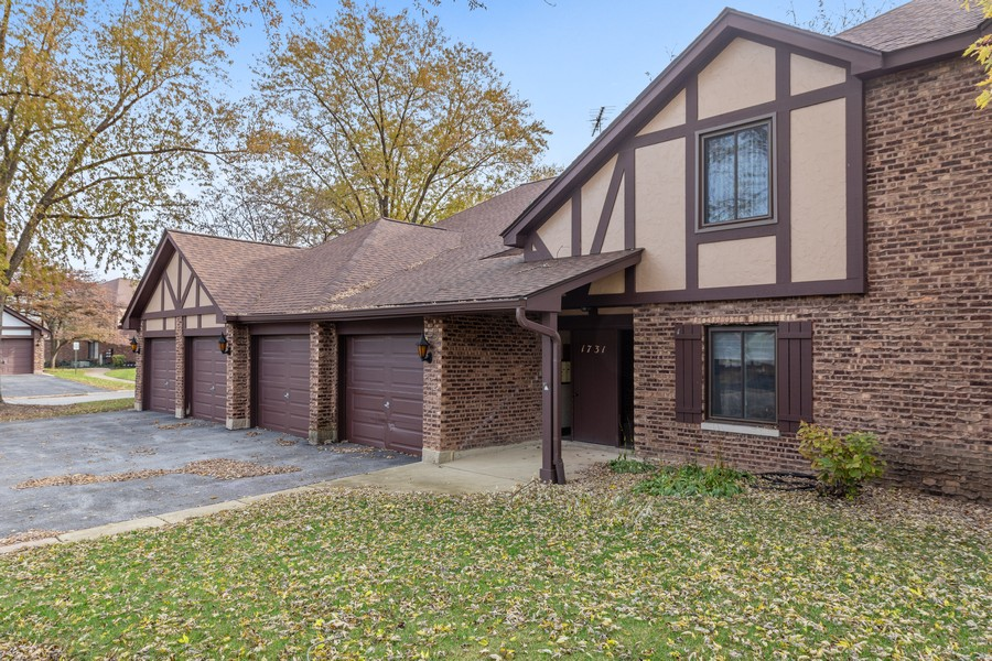 Real Estate Photography - 1731 Harrow Ct, D, Wheaton, IL, 60189 - Front view