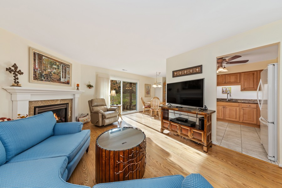 Real Estate Photography - 1731 Harrow Ct, D, Wheaton, IL, 60189 - Living Room