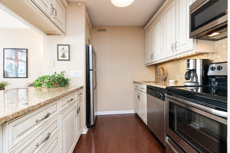 Real Estate Photography - 1313 North Ritchie Ct, 606, Chicago, IL, 60610 - Kitchen
