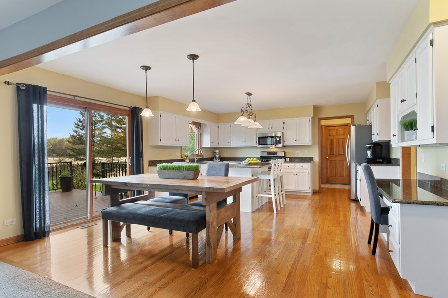 Real Estate Photography - 2611 Partlow Dr, Naperville, IL, 60564 - Kitchen / Breakfast Room