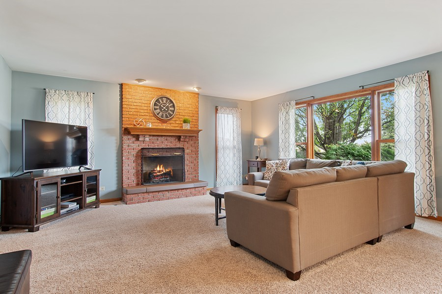 Real Estate Photography - 2611 Partlow Dr, Naperville, IL, 60564 - Family Room