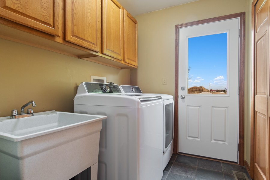 Real Estate Photography - 2611 Partlow Dr, Naperville, IL, 60564 - Laundry Room