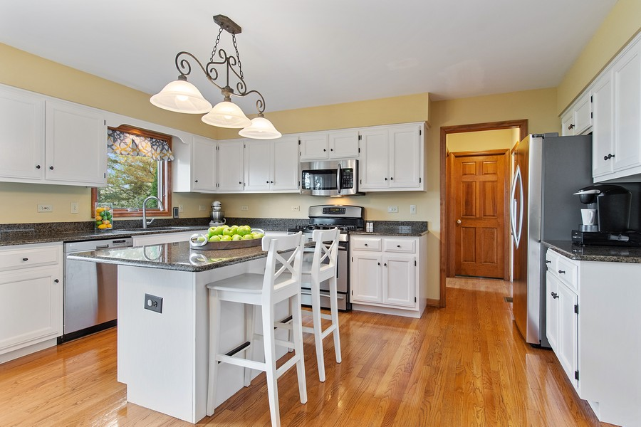 Real Estate Photography - 2611 Partlow Dr, Naperville, IL, 60564 - Kitchen