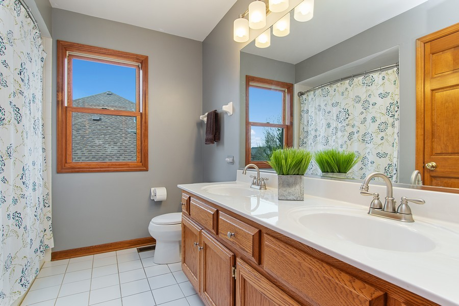 Real Estate Photography - 2611 Partlow Dr, Naperville, IL, 60564 - 2nd Bathroom