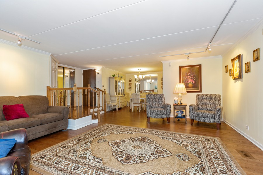 Real Estate Photography - 29 East Parliament Dr, 29, Palos Heights, IL, 60463 - Living Room