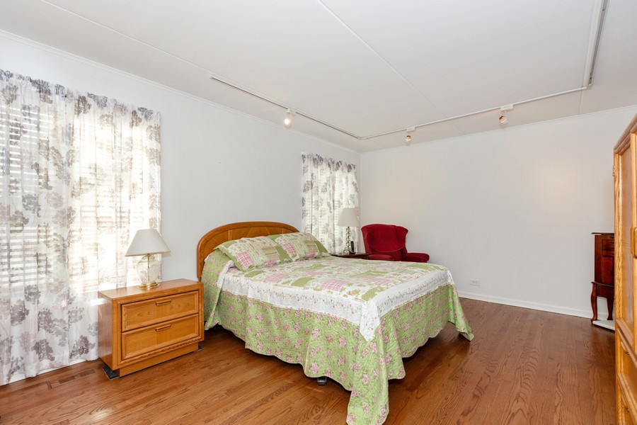 Real Estate Photography - 29 East Parliament Dr, 29, Palos Heights, IL, 60463 - Master Bedroom