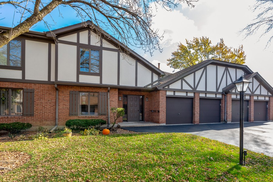 Real Estate Photography - 29 East Parliament Dr, 29, Palos Heights, IL, 60463 - Front View