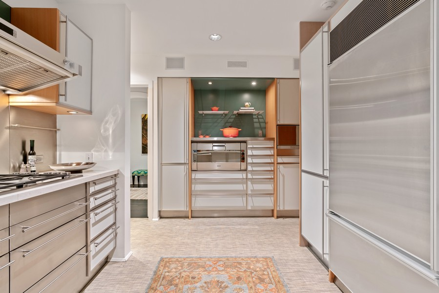 Real Estate Photography - 1540 North Lake Shore Dr, 3S, Chicago, IL, 60610 - Kitchen