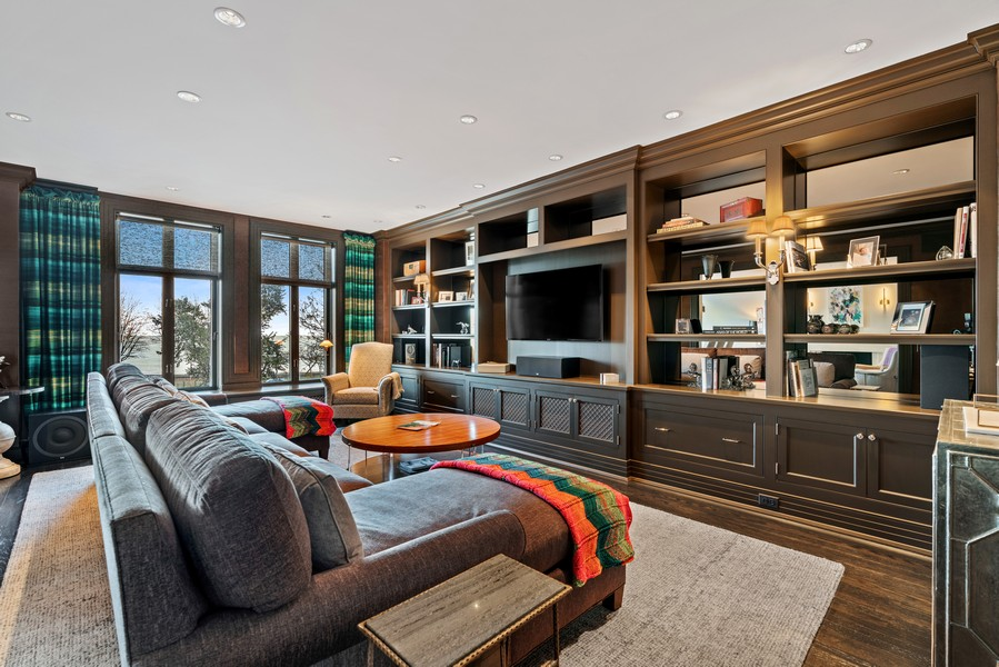 Real Estate Photography - 1540 North Lake Shore Dr, 3S, Chicago, IL, 60610 - Family Room