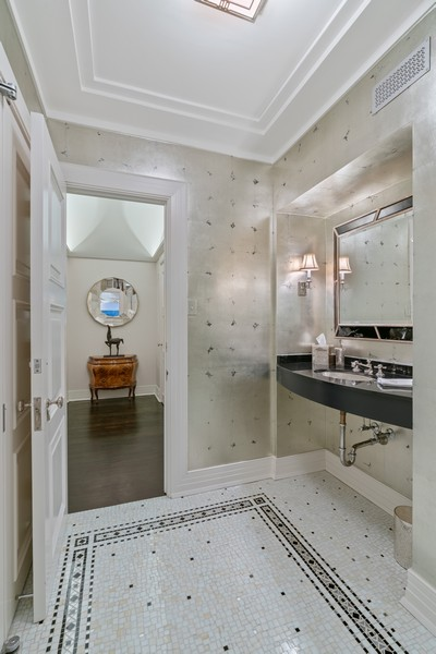 Real Estate Photography - 1540 North Lake Shore Dr, 3S, Chicago, IL, 60610 - Powder Room