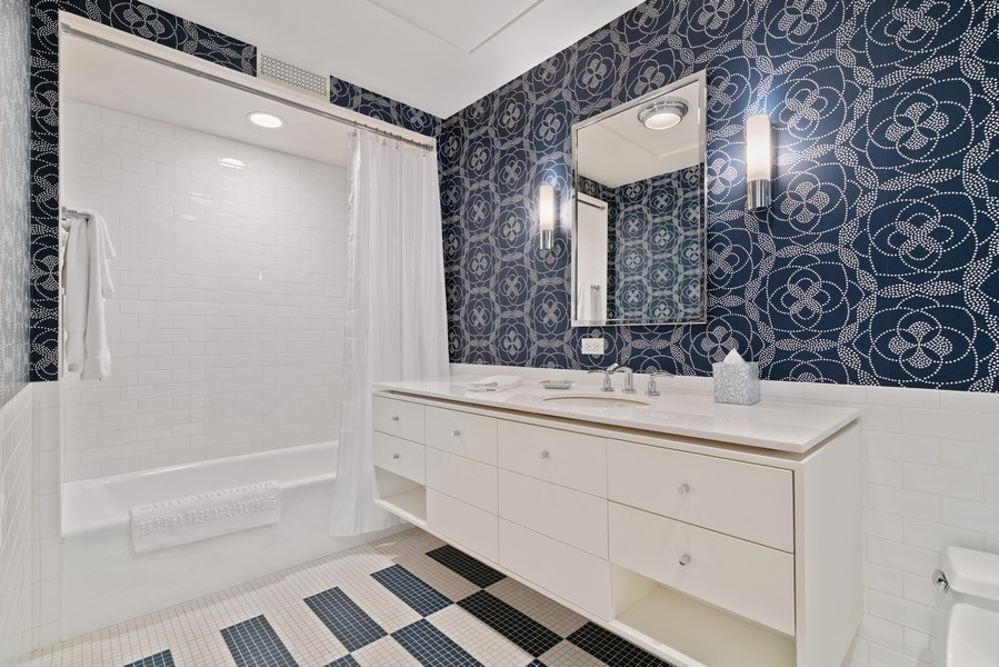 Real Estate Photography - 1540 North Lake Shore Dr, 3S, Chicago, IL, 60610 - 2nd Bathroom