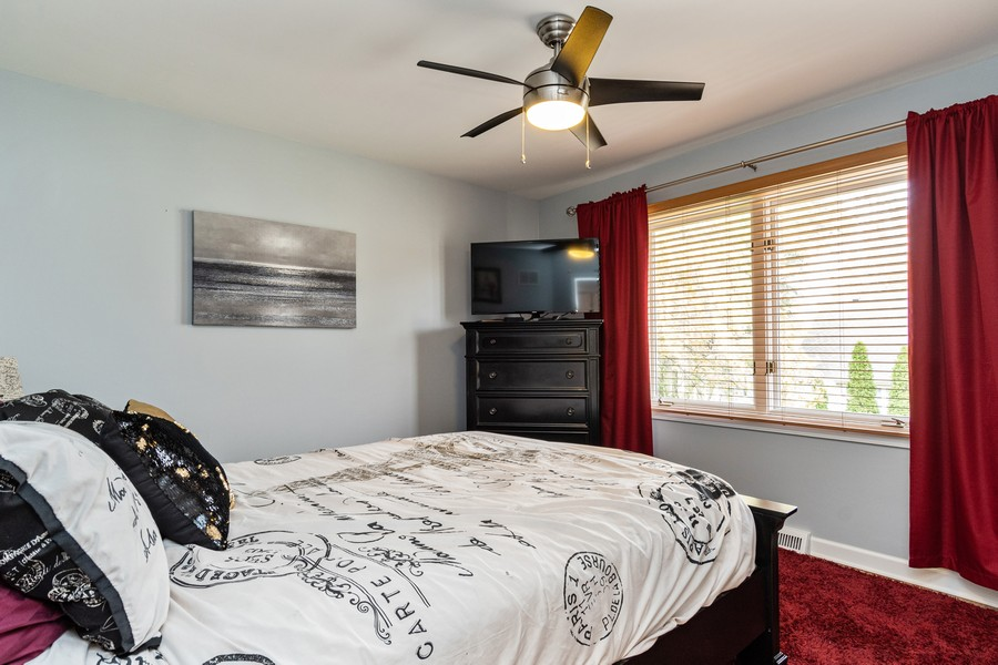 Real Estate Photography - 1165 Ancient Oaks Ct, Bartlett, IL, 60103 - 2nd Bedroom