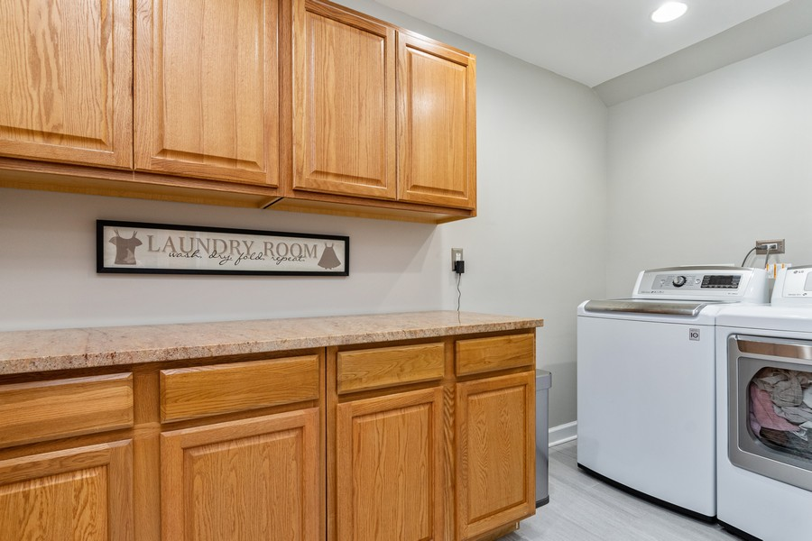 Real Estate Photography - 1165 Ancient Oaks Ct, Bartlett, IL, 60103 - Laundry Room