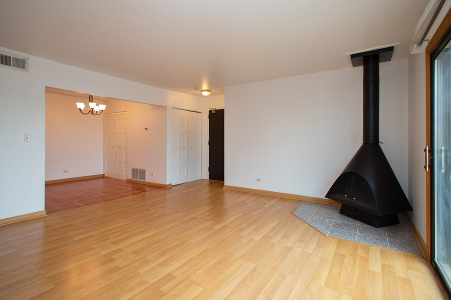 Real Estate Photography - 608 South Waterford Rd, 3A, Schaumburg, IL, 60193 - Living Room / Dining Room