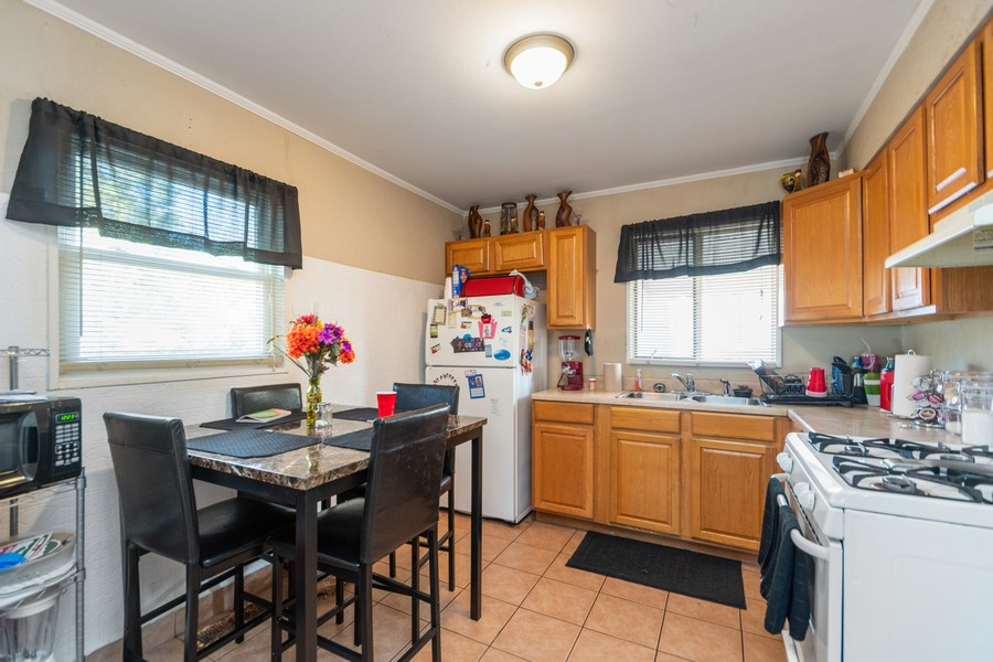 Real Estate Photography - 353 Suwanee St, Park Forest, IL, 60466 - Kitchen