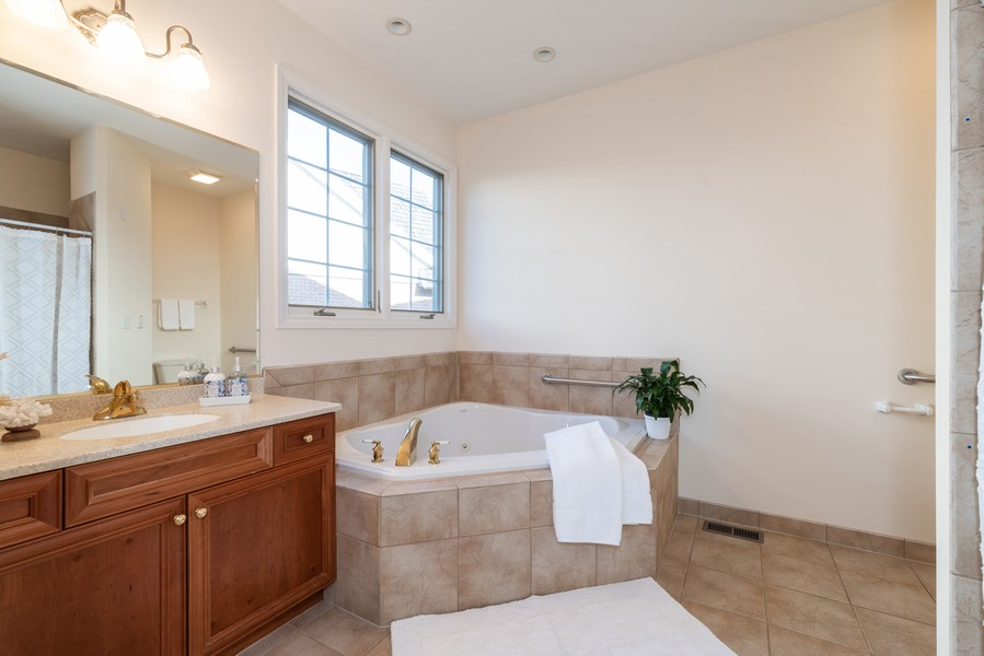 Real Estate Photography - 1917 Westleigh Dr, Glenview, IL, 60025 - Master Bathroom