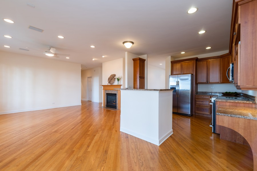 Real Estate Photography - 1917 Westleigh Dr, Glenview, IL, 60025 - Family Room/Kitchen