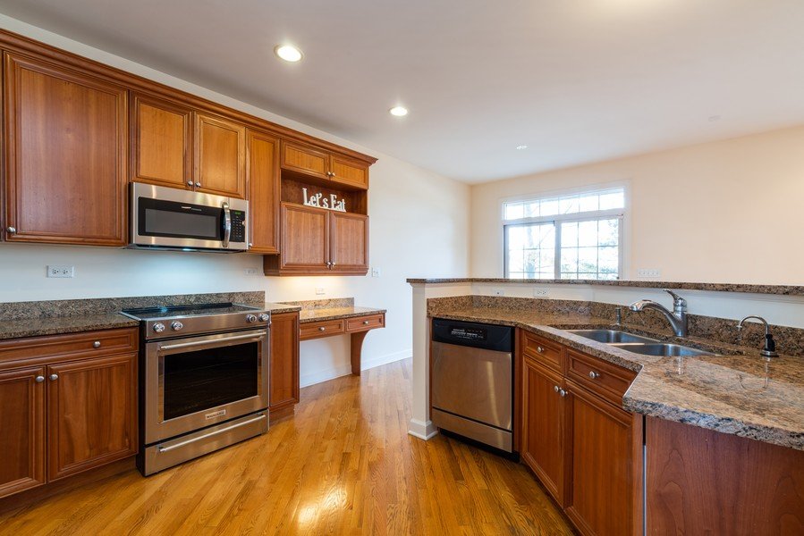 Real Estate Photography - 1917 Westleigh Dr, Glenview, IL, 60025 - Kitchen