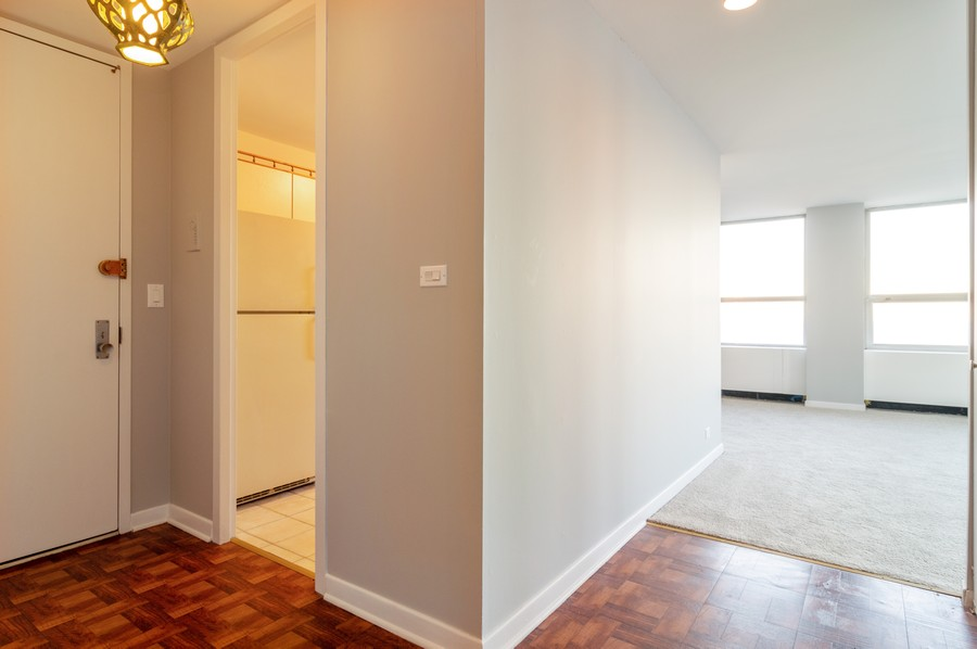 Real Estate Photography - 2626 North Lakeview Ave, 3803, Chicago, IL, 60614 - Foyer