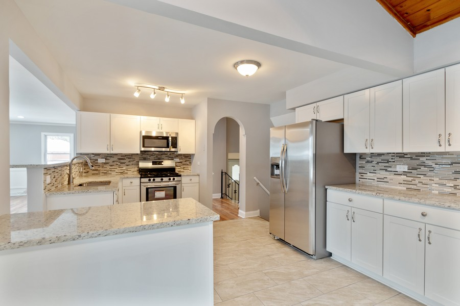 Real Estate Photography - 16507 Ellis Ave, South Holland, IL, 60473 - Kitchen