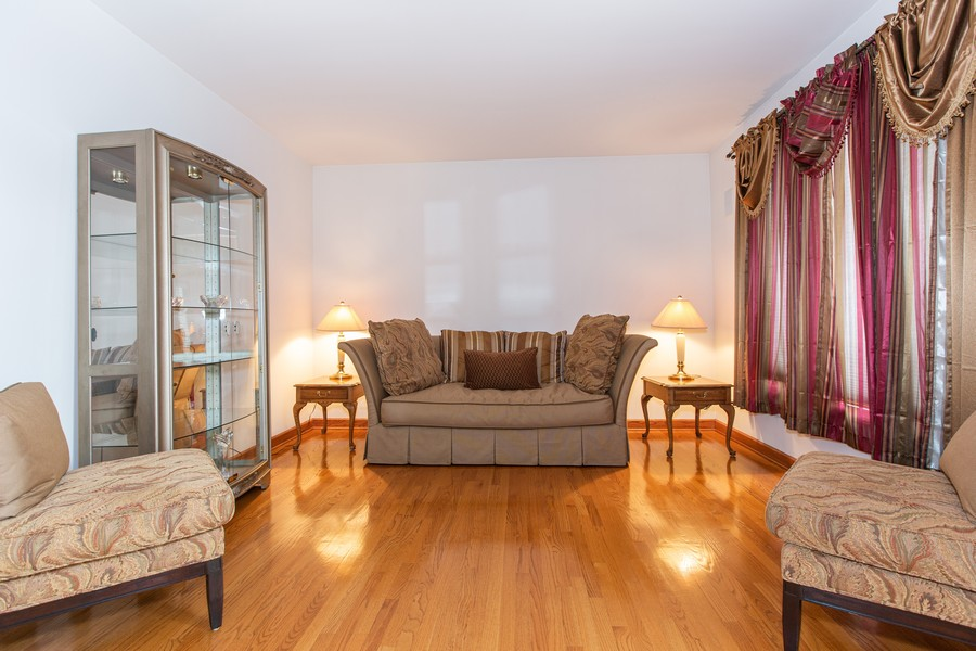 Real Estate Photography - 416 Shadow Creek Dr, Palos Heights, IL, 60463 - Living Room