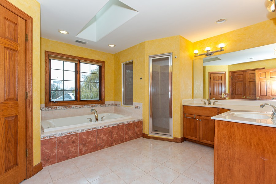 Real Estate Photography - 416 Shadow Creek Dr, Palos Heights, IL, 60463 - Master Bathroom