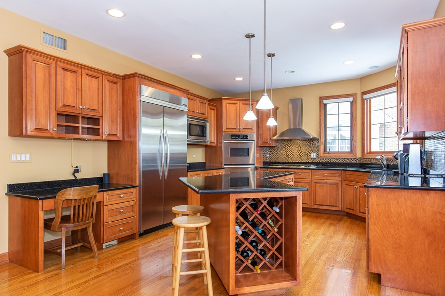 Real Estate Photography - 416 Shadow Creek Dr, Palos Heights, IL, 60463 - Kitchen