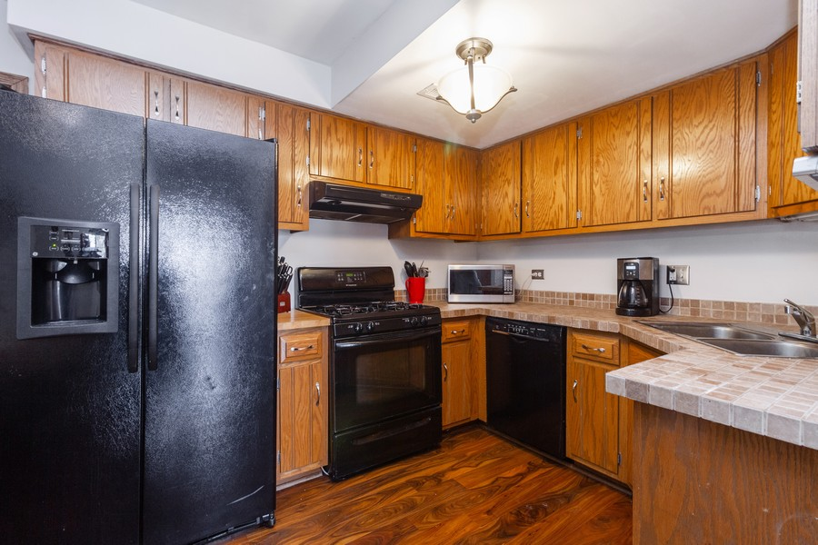 Real Estate Photography - 9222 Whitehall Ln, Orland Park, IL, 60462 - Kitchen