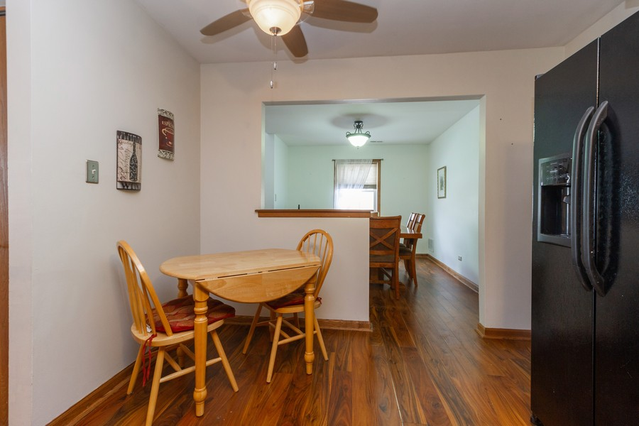 Real Estate Photography - 9222 Whitehall Ln, Orland Park, IL, 60462 - Kitchen / Breakfast Room