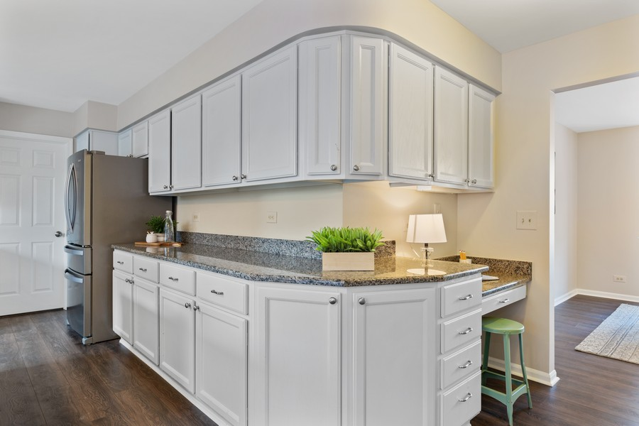 Real Estate Photography - 191 Wellington Ct, Grayslake, IL, 60030 - Lots of Kitchen Cabinets