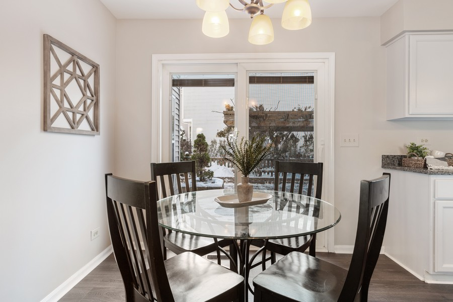 Real Estate Photography - 191 Wellington Ct, Grayslake, IL, 60030 - Breakfast Area