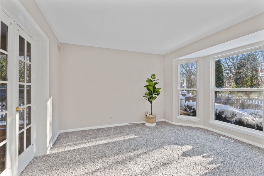 Real Estate Photography - 191 Wellington Ct, Grayslake, IL, 60030 - Office