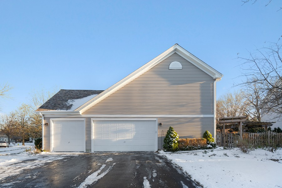 Real Estate Photography - 191 Wellington Ct, Grayslake, IL, 60030 - Side View