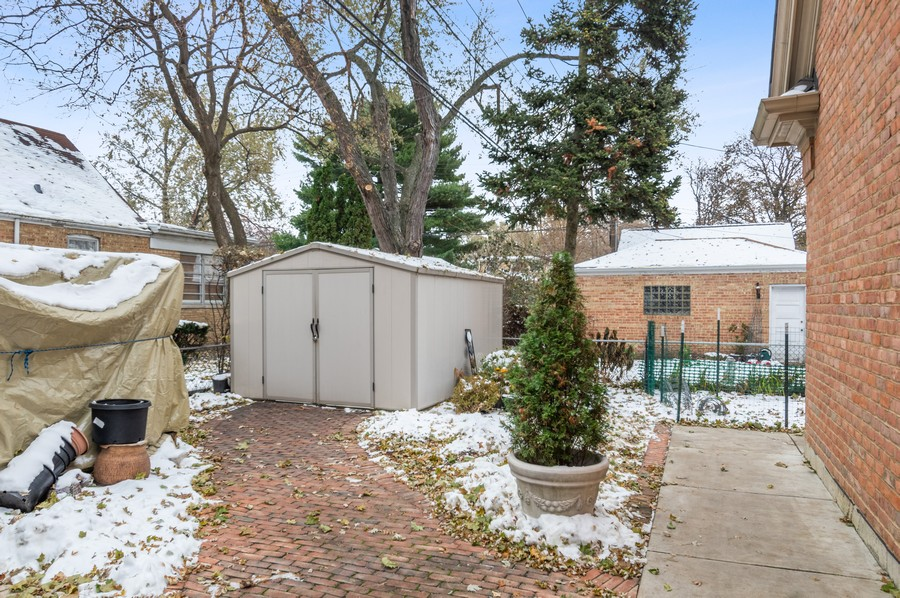 Real Estate Photography - 7004 North Mcalpin Ave, Chicago, IL, 60646 - Side Yard
