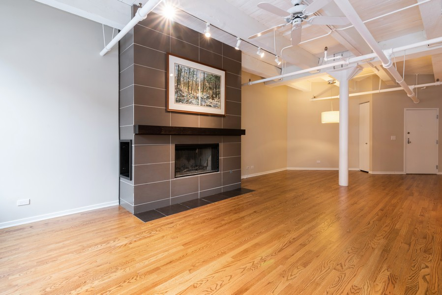 Real Estate Photography - 1335 West Altgeld St, 1C, Chicago, IL, 60614 - Living Room