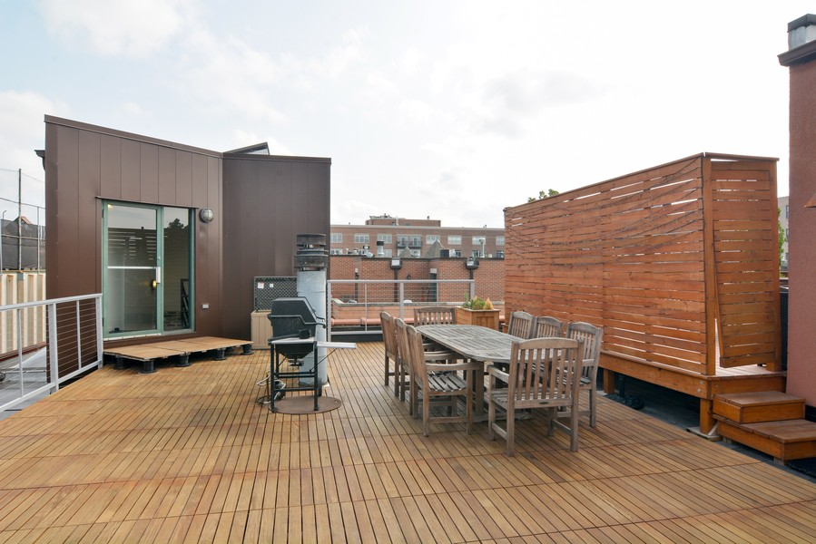 Real Estate Photography - 1335 West Altgeld St, 1C, Chicago, IL, 60614 - Roof Deck